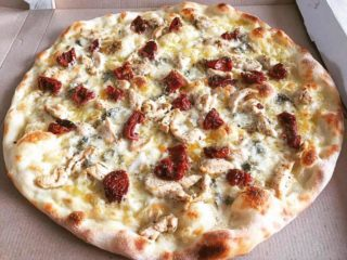 Chicken and dried tomato pizza delivery