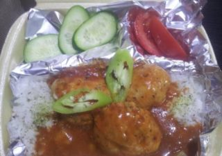Stuffed chicken medallions in chili sauce delivery