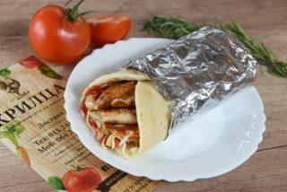 Sendvič sa grilovanom piletinom, kačkavaljem, Iceberg salatom i kečapom dostava