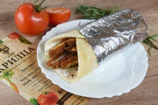 Sendvič sa pohovanom piletinom, tartar sosom i Iceberg salatom dostava