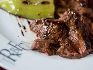 Biftek taljata sa grilovanim povrćem i uljem od tartufa dostava