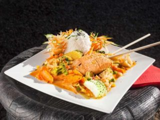Spicy salmon in red curry + rice delivery