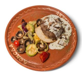 Beefsteak in mushrooms sauce delivery