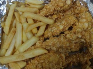 Crunch chicken + french fries + Chilito sauce + bun delivery