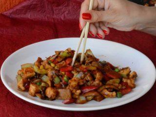 Piletina sa povrćem, bambusom i kineskim pečurkama dostava