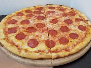 Pepperoni pica dostava