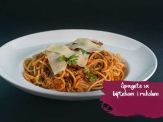 Spaghetti with beefsteak and rocket delivery