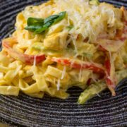 Tagliatelle with chicken and saffron