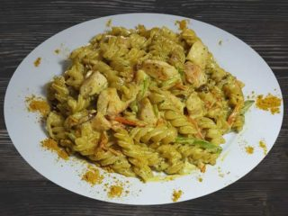 Pasta with chicken in curry sauce delivery