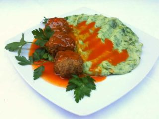 Meatballs in tomato sauce with side dish delivery