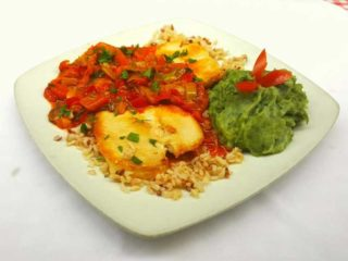 Chicken fillet in vegetables with side dish delivery
