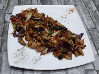 Piletina u sosu od suvih šljiva dostava
