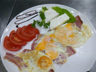 3 eggs with bacon and feta cheese delivery