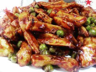 24. Piletina sa graškom i krompirom dostava