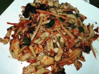 14. Shredded chicken breasts with bamboo and Chinese mushrooms delivery