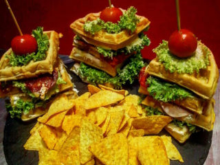 Maxi club sandwich galette with tortilla chips delivery