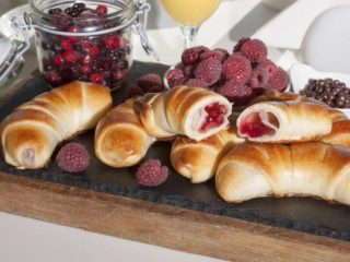Buns with raspberry cream delivery