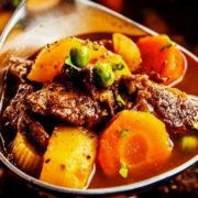 Pikantna svinjetina sa povrćem u sosu