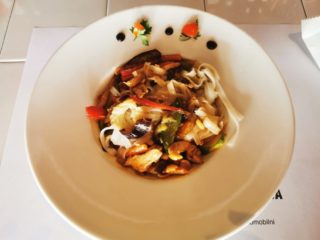 Chow mein piletina sa kikirikijem dostava