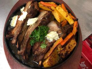 Zapečena svinjska rebra sa bbq sosom dostava