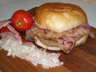 Šoferska pljeskavica slanina dostava
