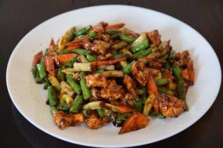 23. Piletina sa boranijom i šargarepom u ostriga sosu dostava