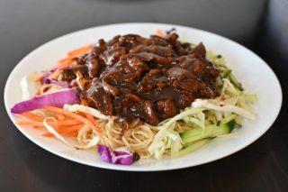 37. Špageti sa teletinom i povrćem u sosu od ostriga dostava